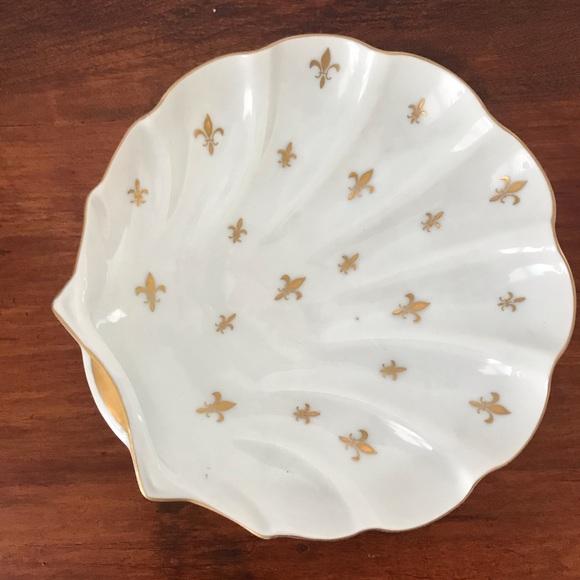 Vintage gold Fleur de lis seashell jewelry dish